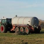 Landmænd har spredt giftigt gylle med store mængder zink og kobber.
