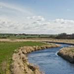 Alle 23 statslige vandplaner skal gå om. Det skal alle kommunale planer derfor også. Lindenborg Å. Foto: Ole Akhøj.